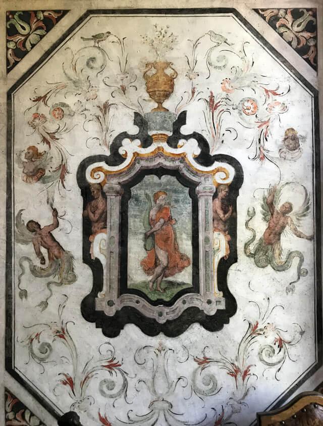 Cosa vedere in Valchiavenna? Palazzo Vertemate Franchi, pieno di affreschi e grottesche