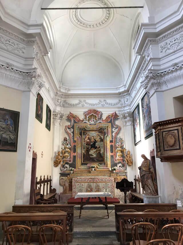 Nel giardino di Palazzo Vertemate Franchi c'è la chiesa barocca di Santa Maria Incoronata