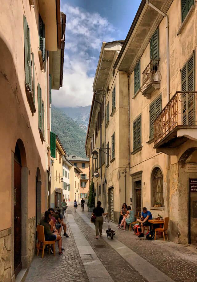Chiavenna ha un bellissimo centro storico con vie colorate e tranquille