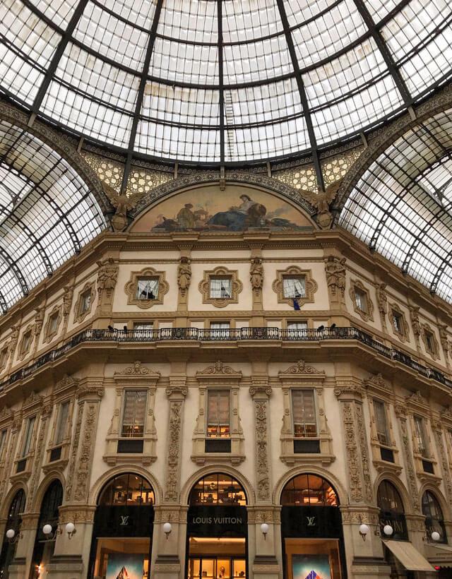 Nella Galleria Vittorio Emanuele a Milano regna il principio della simmetria
