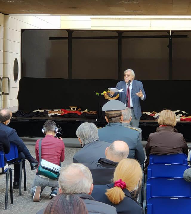 """Vittorio Sgarbi presenta la mostra """"Caravaggio il contemporaneo"""" al Mart"""