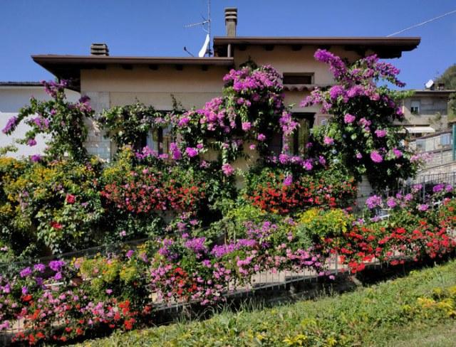 Cosa vedere a Tremosine? La casa fiorita nella frazione Pregasio