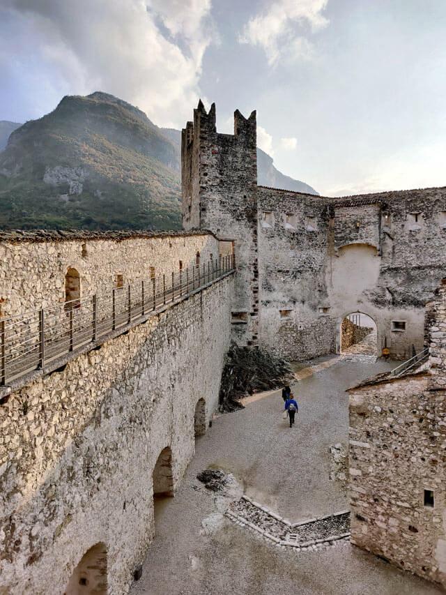 Castel Beseno è il castello più grande delle Alpi