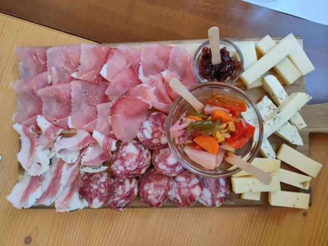 Dove mangiare nei dintorni di Rovereto? Alla Malga Cimana