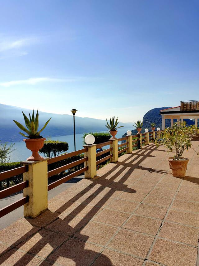 L'Hotel Panorama a Mezzema (frazione di Tremosine) ha una vista mozzafiato