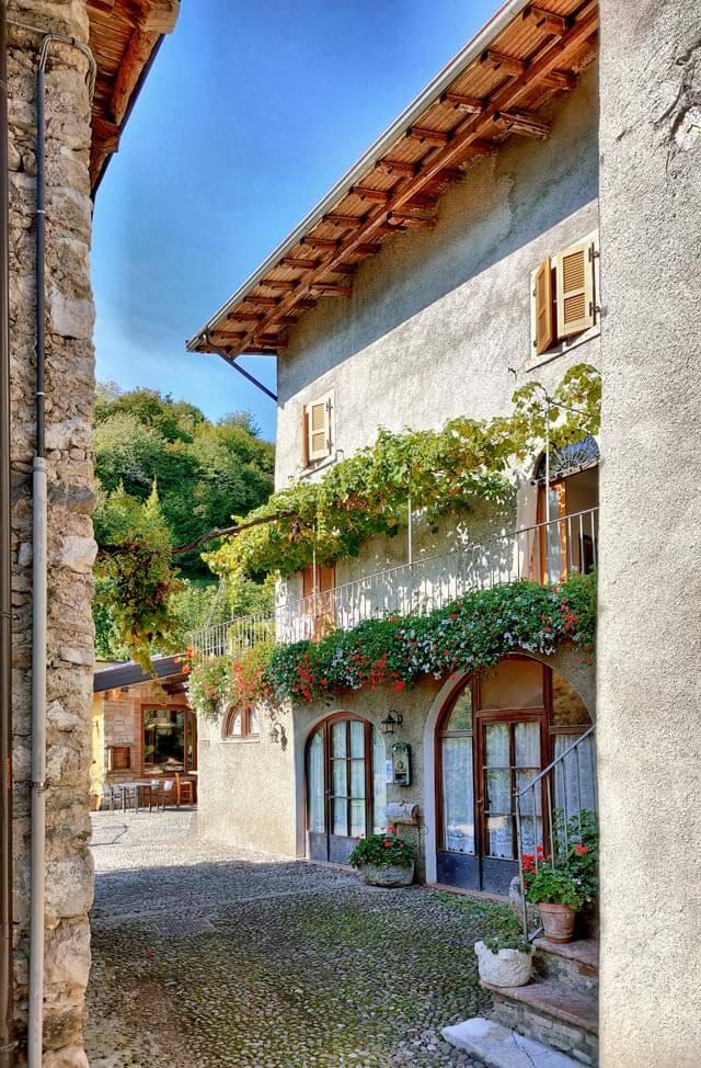 Sompriezzo è un borgo di Tremosine dall'animo rustico
