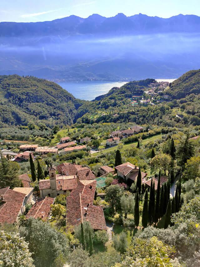 Sompriezzo è una delle frazioni di Tremosine con vista sul Lago di Garda