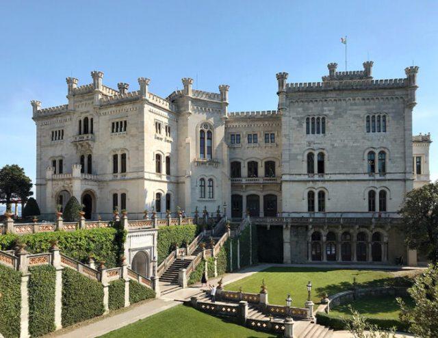 Il Castello di Miramare è da vedere in Friuli Venezia Giulia