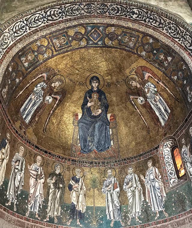 L'interno della Cattedrale di San Giusto di Trieste ha mosaici bizantini