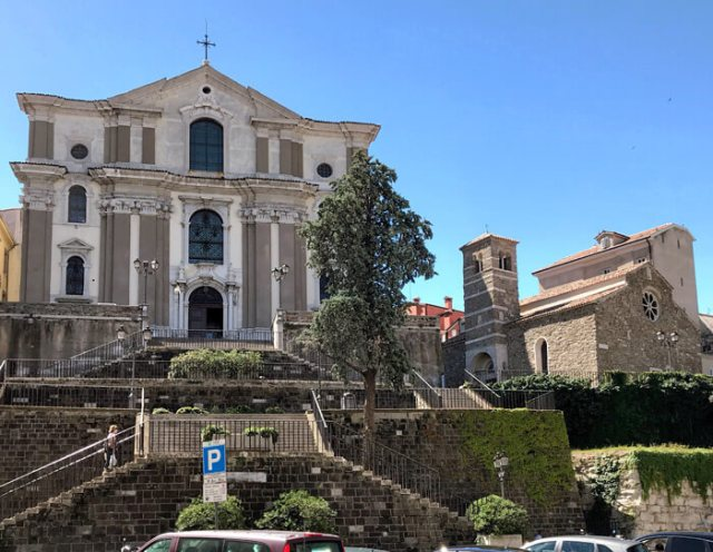 La chiesa di Santa Maria Maggiore a Trieste è a fianco della chiesa di San Silvestro