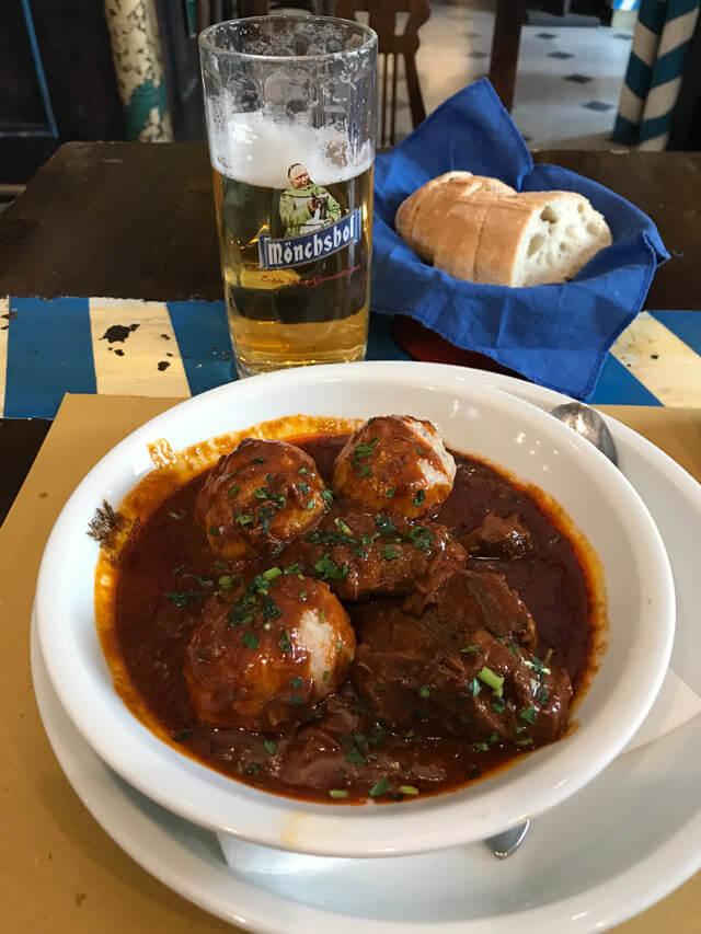 Dove mangiare a Trieste? Il Kapuziner Keller ha cucina tipica bavarese