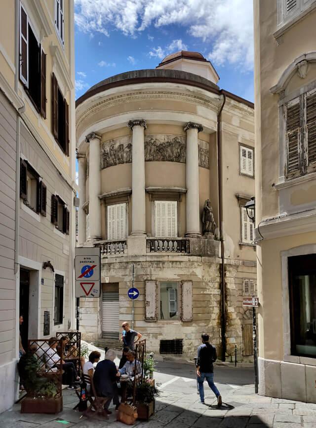 Piazza Barbacan e la Rotonda Pancera è un angolo stupendo di Trieste