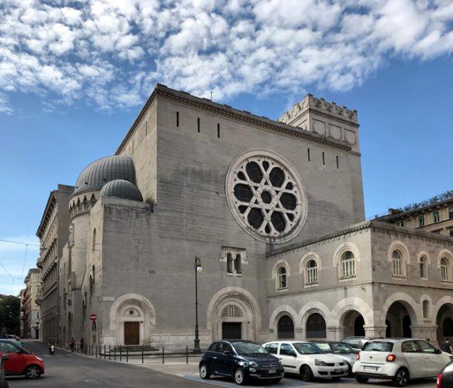 La Sinagoga di Trieste ha un grande rosone con la stella di David