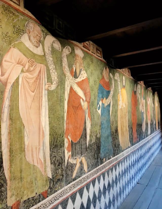 Il Castello di Fénis in Valle d'Aosta ha stupendi affreschi del '400