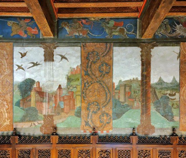 La Sala di Giustizia del Castello di Issogne ha stupendi affreschi rinascimentali