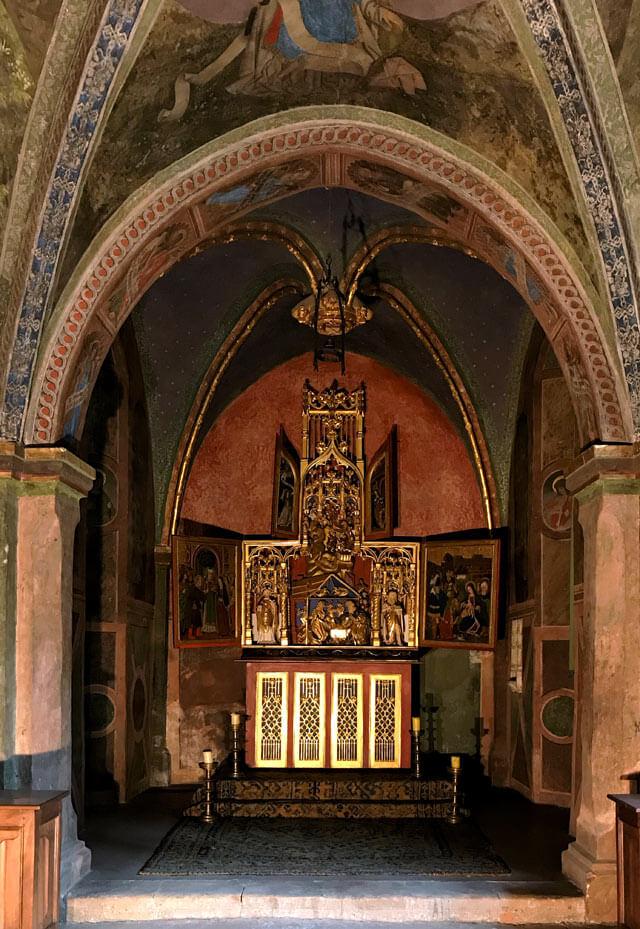 Il Castello di Issogne in Valle d'Aosta ha una cappella rinascimentale da vedere