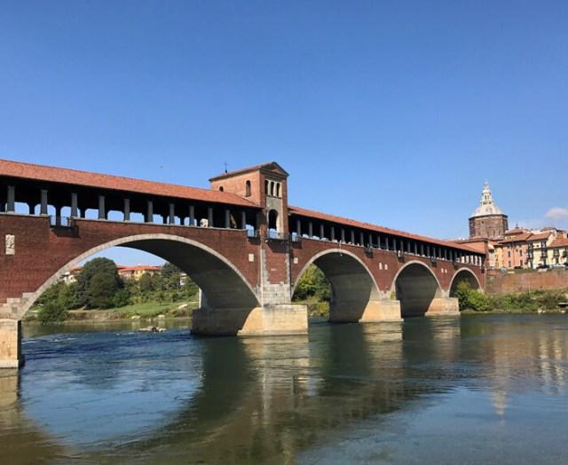 Cosa fotografare in Lombardia? Il Ponte Coperto simbolo di Pavia