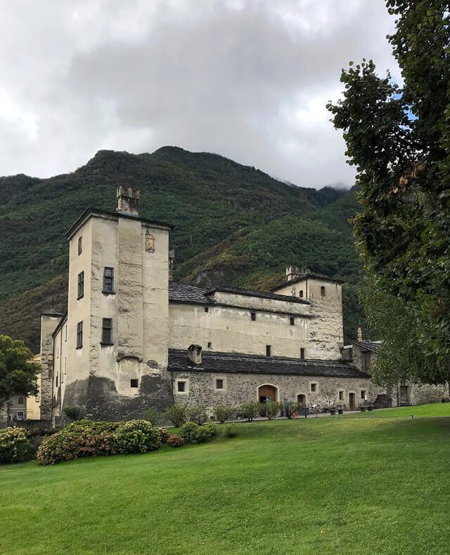 Il Castello di Issogne è da vedere in un tour nei castelli della Valle d'Aosta