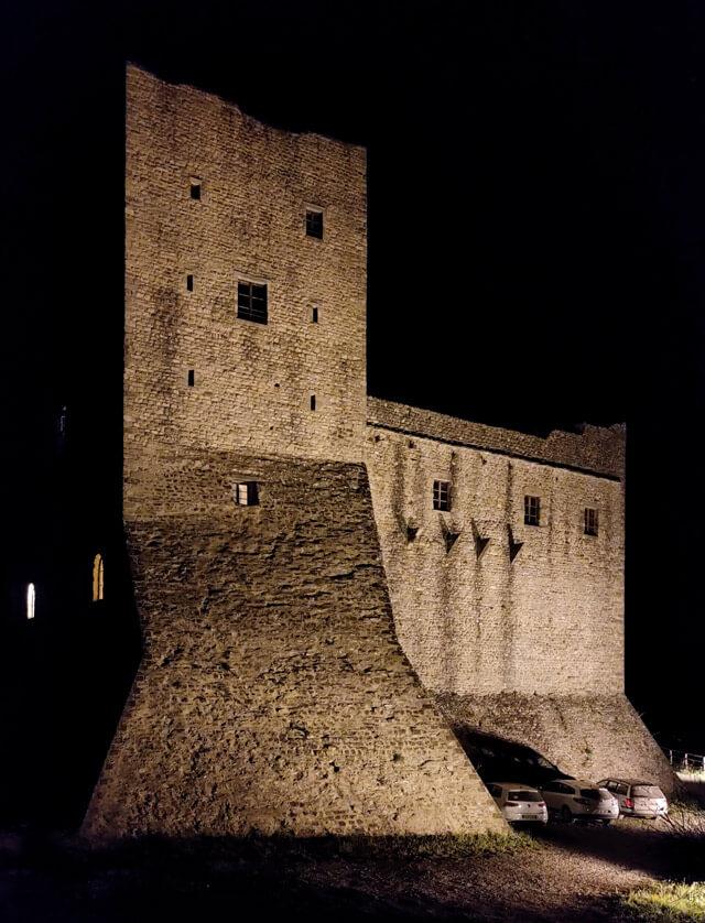Il Castello dell'Aquila è un castello dei Malaspina nella Lunigiana