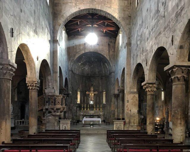 Il Duomo di Carrara è in stile romanico e gotico misto