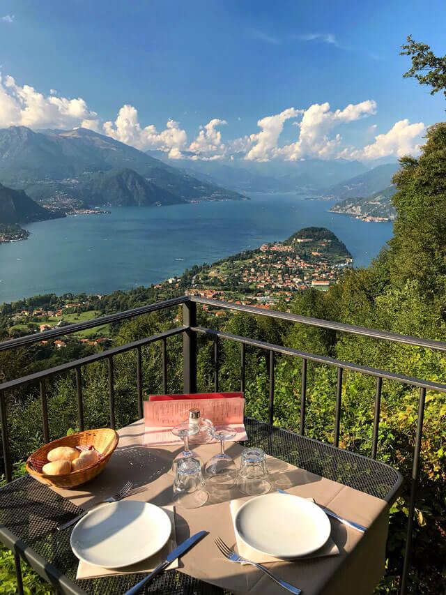 Dalla Trattoria Baita Belvedere si gode uno dei migliori panorami sul Lago di Como