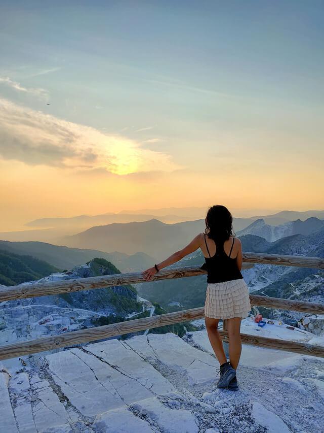 Le cave di marmo di Carrara regalano uno dei tramonti più belli d'Italia