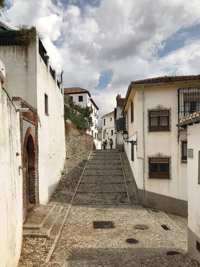 Le case bianche dell'Albaicin sono un simbolo di Granada
