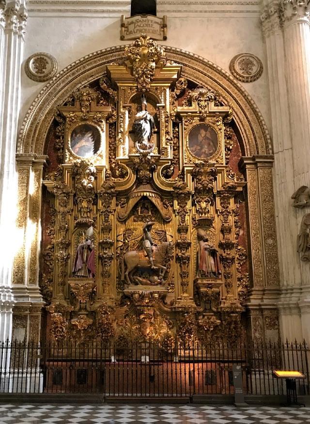 La Cattedrale di Granada è un capolavoro di stile rinascimentale con retabli meravigliosi