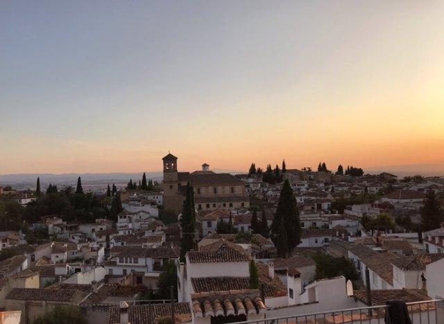 Il Mirador de la Cruz de Rauda dà una gran vista su Granada e l'Albaicin