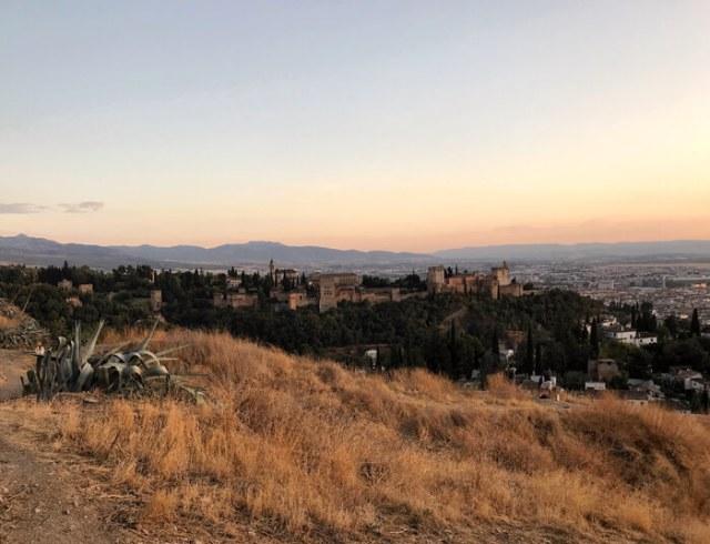 Il Mirador de San Miguel Alto è perfetto per il tramonto a Granada