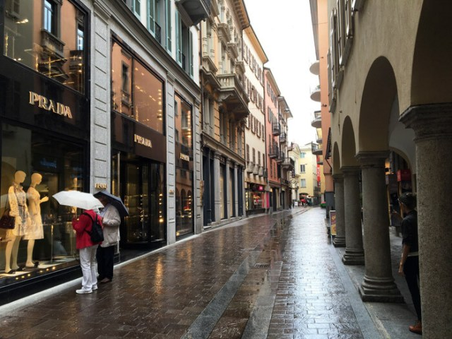 Via Nassa è la via dello shopping di lusso di Lugano in Ticino