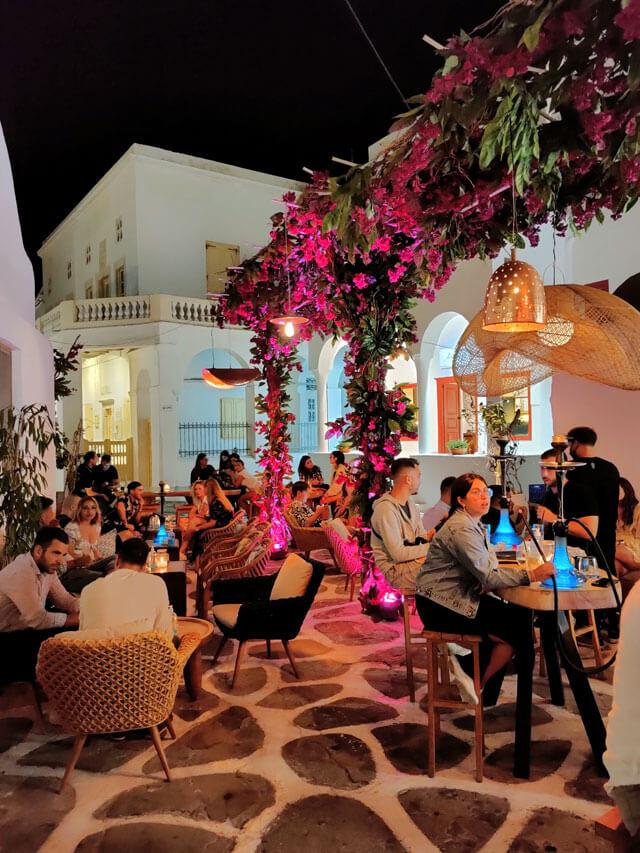 Mykonos è l'isola greca delle feste che durano tutta la notte