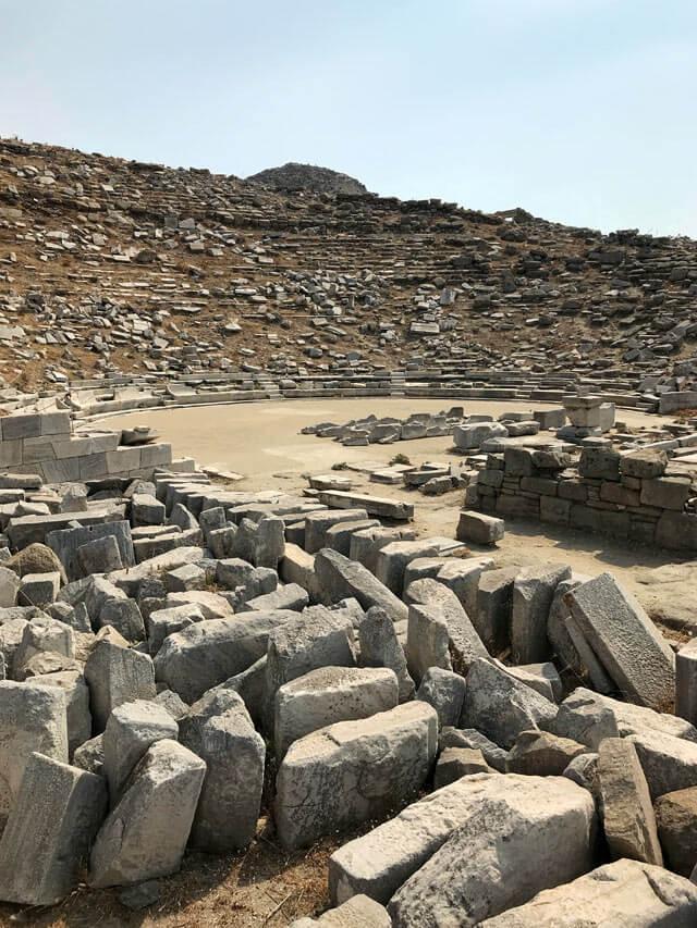 Il Teatro è uno degli edifici meglio conservati dell'isola di Delo