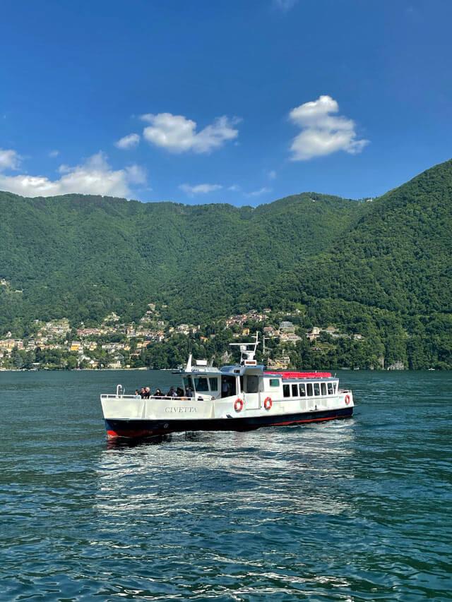 I battelli storici regalano fascino al Lago di Como