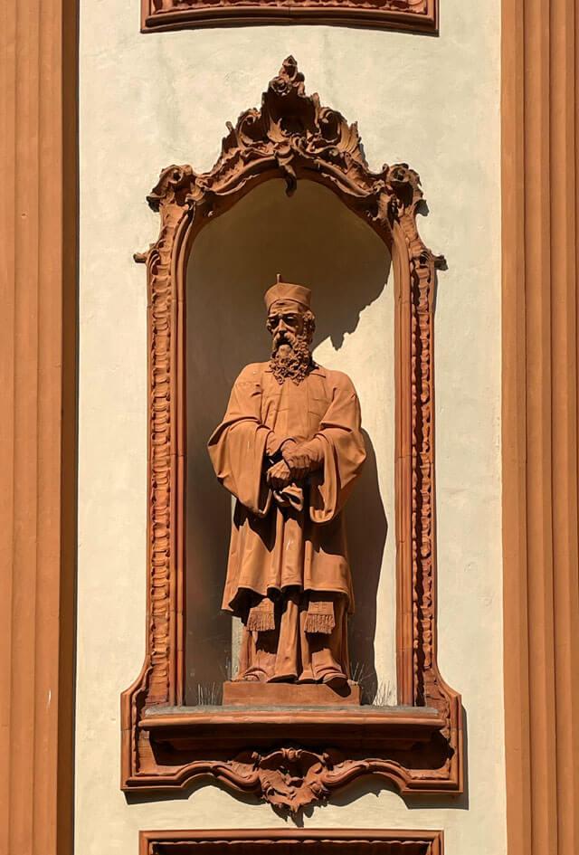 Sant'Ippolino nella facciata della chiesa di San Vincenzo a Cernobbio