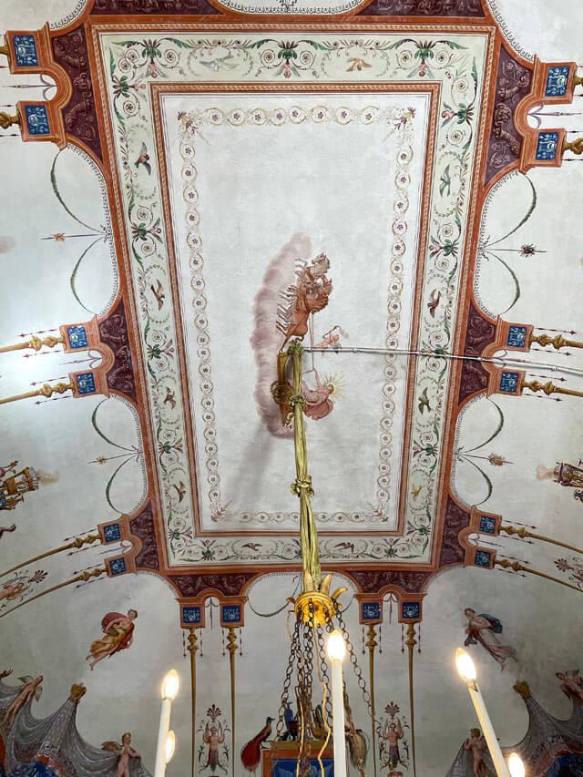 Villa Pizzo a Cernobbio ha soffitti dipinti in stile pompeiano