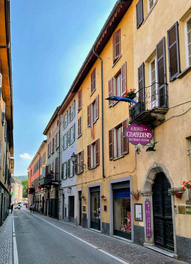 La via Regina è la via principale di Cernobbio e ricalca la strada romana