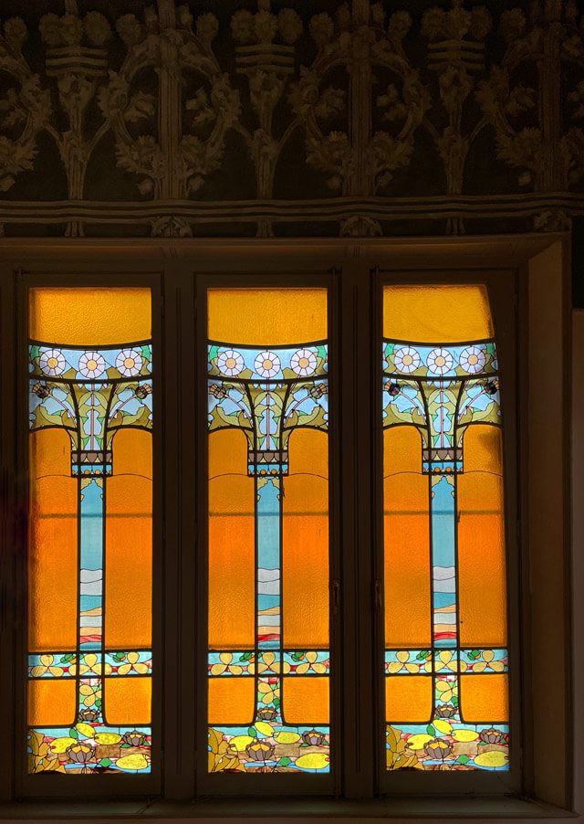 Le vetrate istoriate in stile liberty di Villa Bernasconi