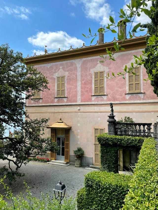 Villa Pizzo è una dimora storica sul Lago di Como a Cernobbioon giardino