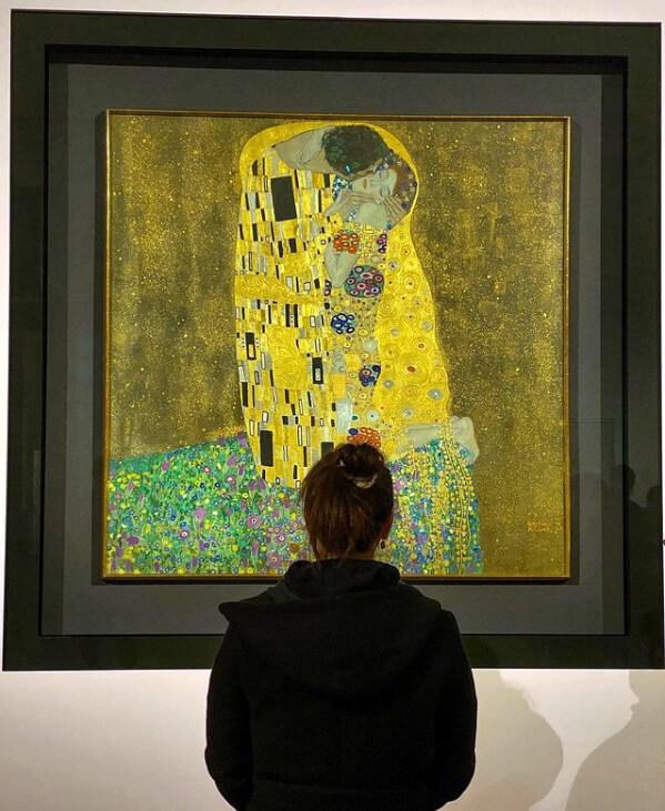 I turisti vanno a Vienna per vedere Il Bacio di Klimt