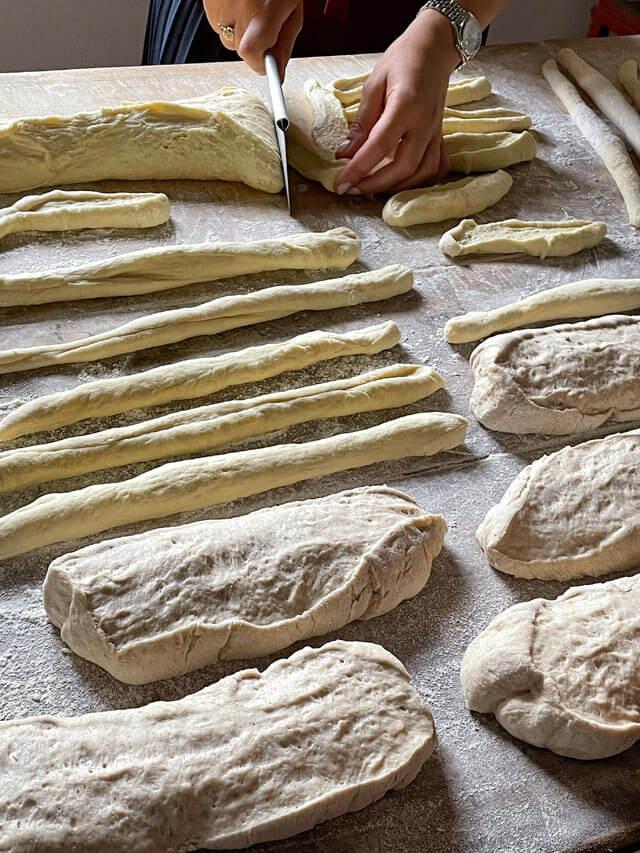 Grissini e panini da cuocere nel forno pubblico di Rocca Cigliè