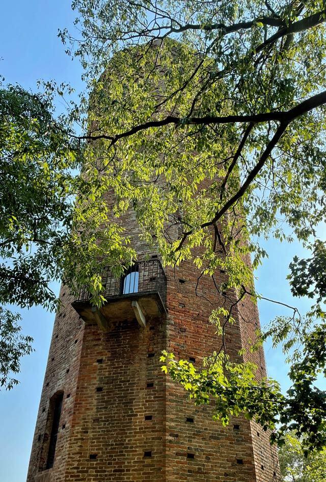 La Torre Decagona di Corneliano d'Alba è da vedere nelle Langhe in 4 giorni