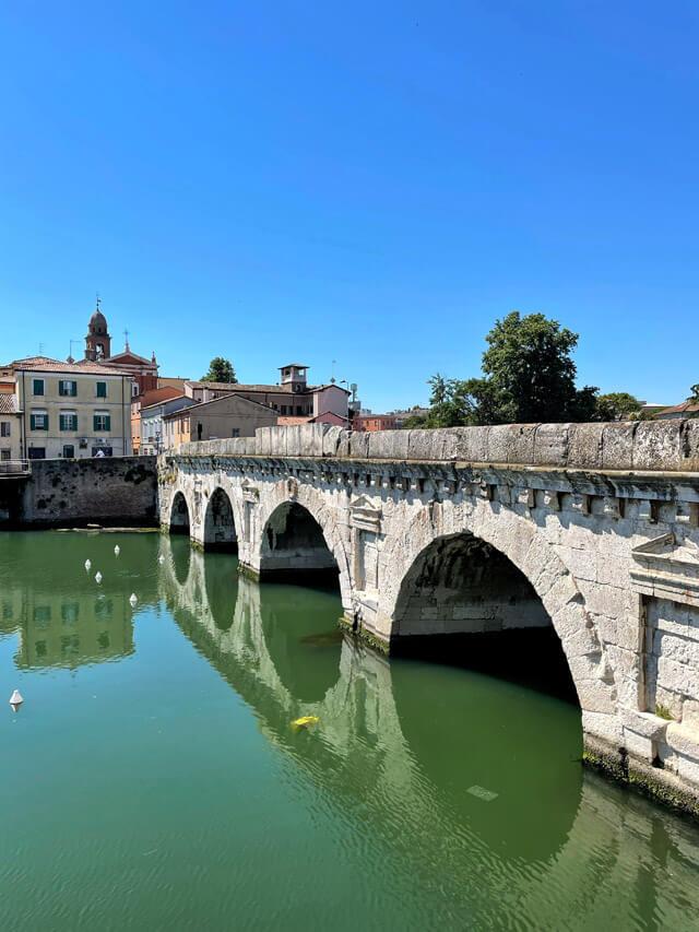 Vacanza a Bellaria-Igea Marina? Vai a vedere il Ponte di Tiberio a Rimini