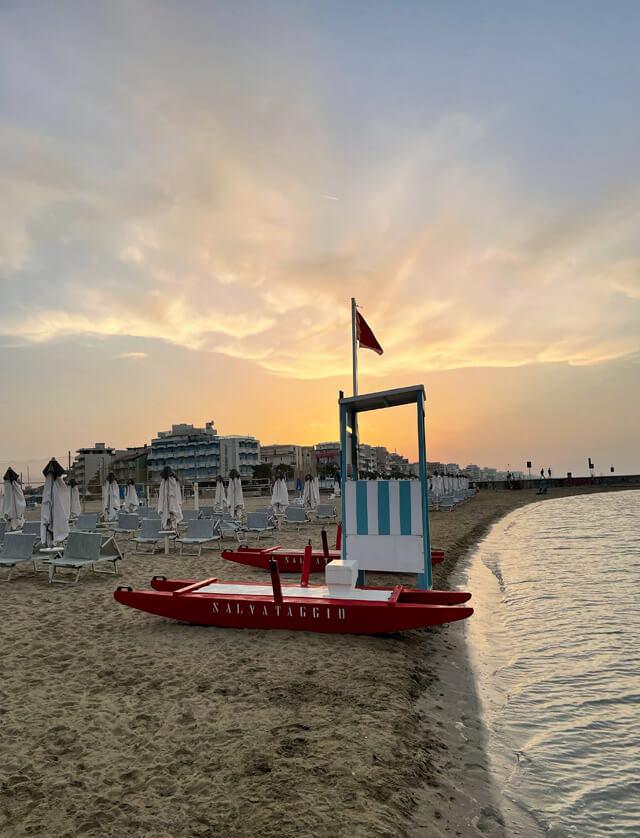 Meraviglioso tramonto in spiaggia al Polo Est Village a Igea Marina