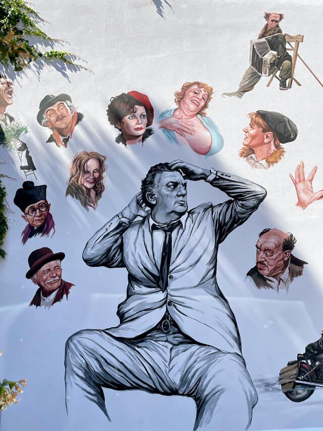 Murales dedicato a Federico Fellini a Borgo San Giuliano a Rimini