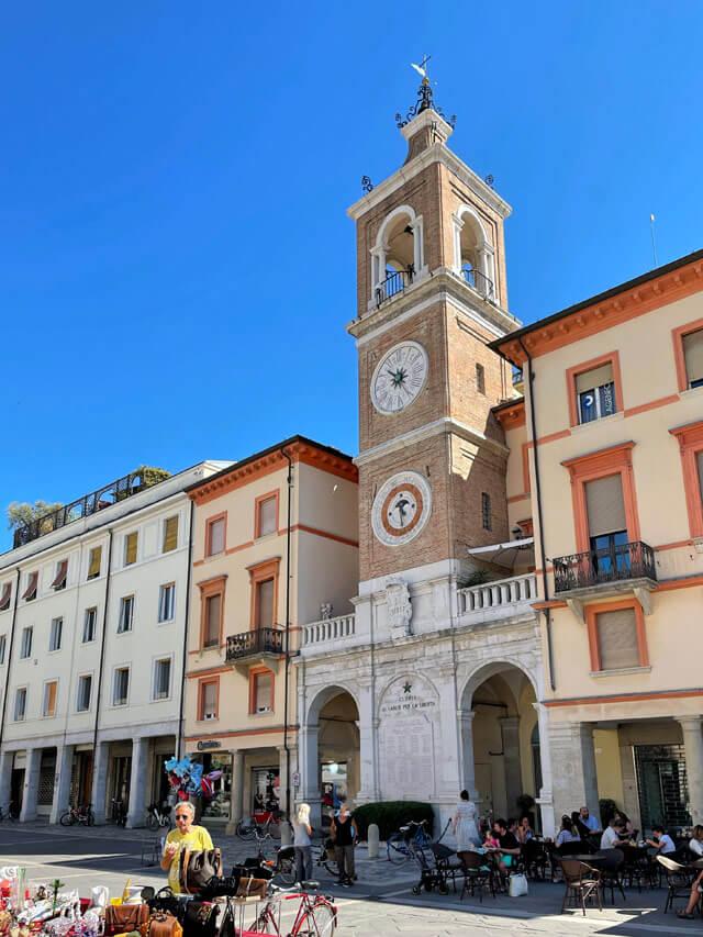 Piazza Tre Martiri è il cuore di Rimini: da vedere in vacanza in Romagna