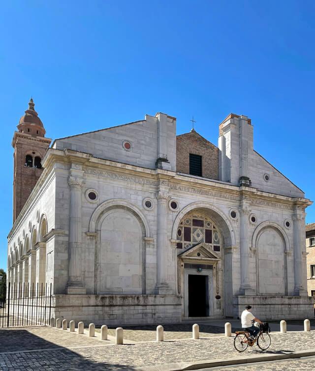 Cosa vedere in vacanza in Romagna? Il Tempio Malatestiano di Rimini