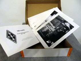 Valokuvia laatikossa.