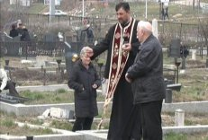 kosovska-mitrovica-zadusnice-groblje-srbi-grobovi-spomenici-unisteni-1362832267-279599