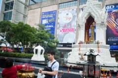 Image of praying at Erawan Shrine, Bangkok (10)